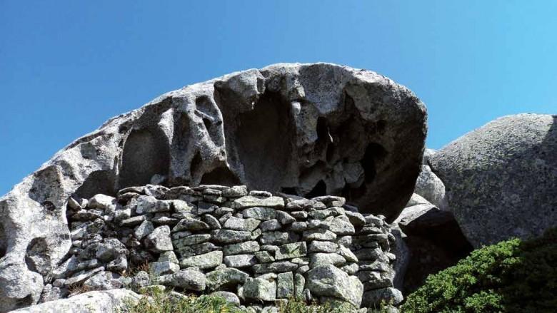 Abri en pierre sèche construit par des bergers
