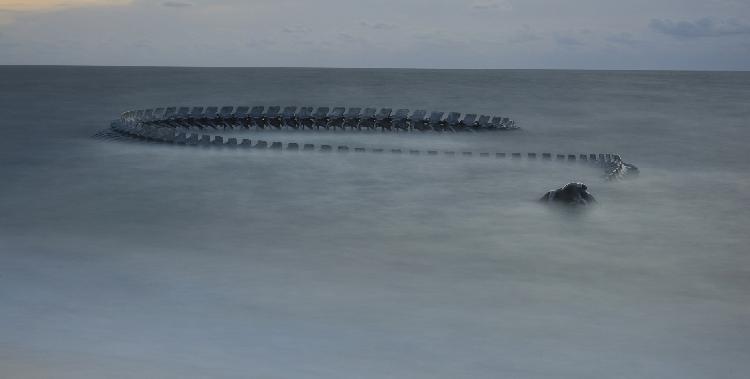 Serpent d'océan (oeuvre située à Saint-Brévin-les-Pins), par l'artiste Ping.