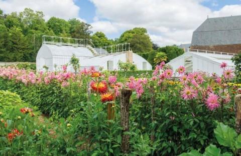 Château de Bouges, géré par le CMN, serre du jardin de fleurs
