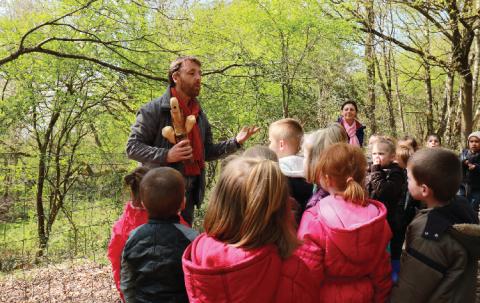 Lors des balades proposées avec les classes de maternelle, l'approche art et nature est particulièrement bien utilisée.